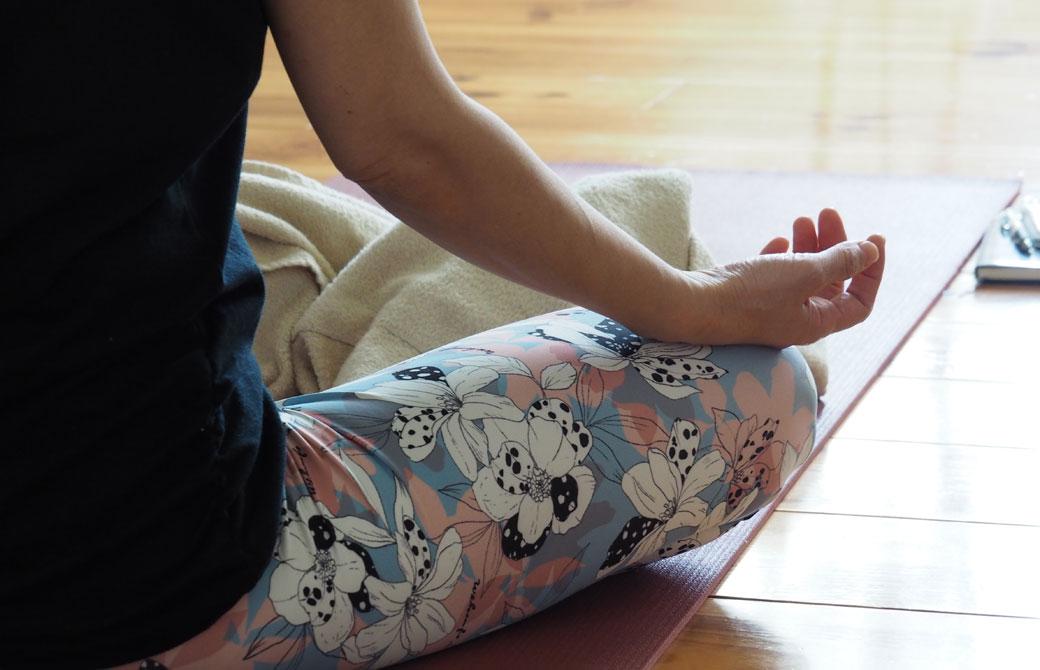 瞑想中の生徒さんの右手